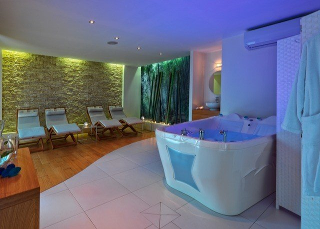 swimming pool property Suite jacuzzi Villa bathtub