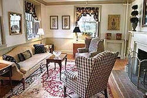 property chair living room cottage home mansion condominium Villa Suite