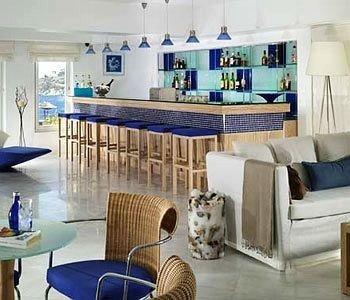 chair property living room condominium home cottage recreation room Villa Suite