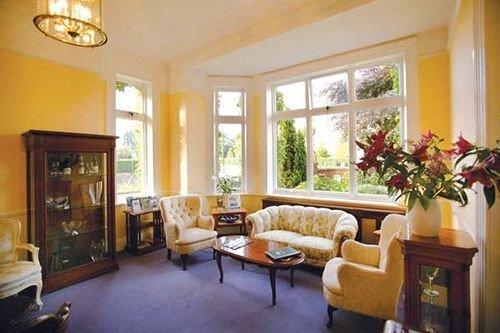 property living room home Villa cottage hardwood condominium mansion farmhouse Suite