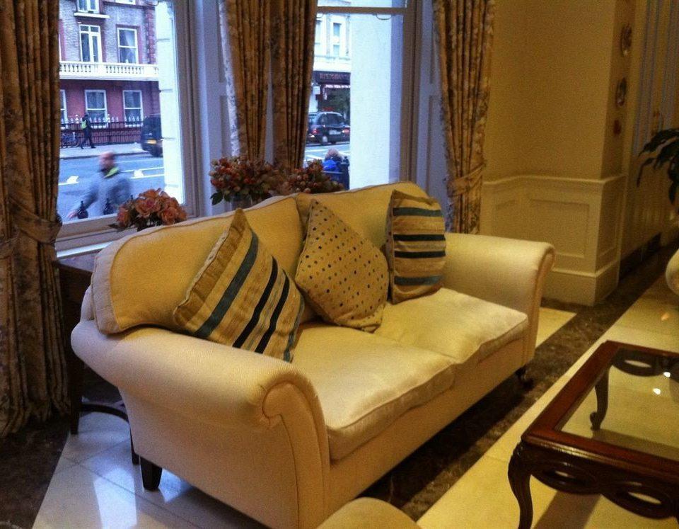 sofa property living room home cottage Suite Villa condominium seat