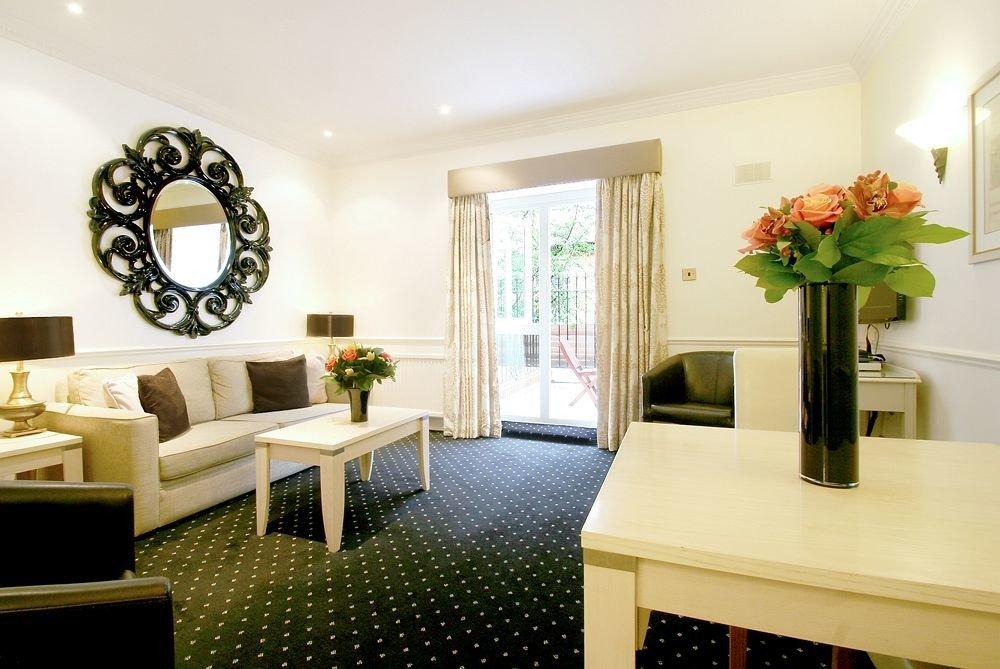 living room property home Suite condominium cottage Villa mansion