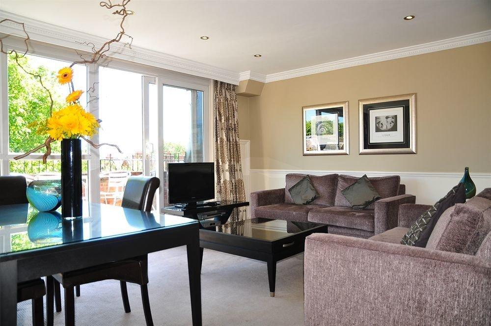 sofa property living room home condominium cottage Villa Suite leather