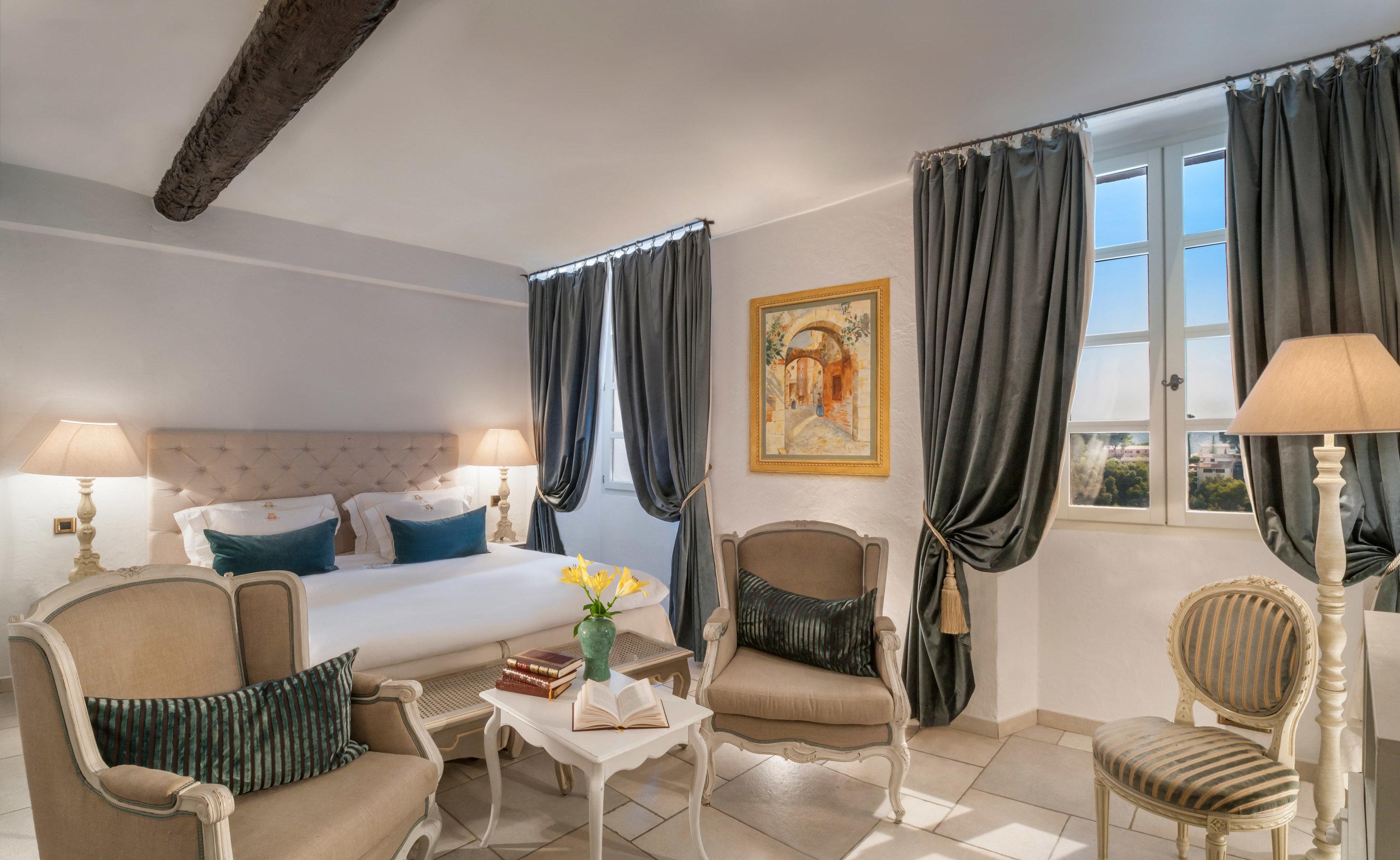 property Suite condominium living room home cottage Villa