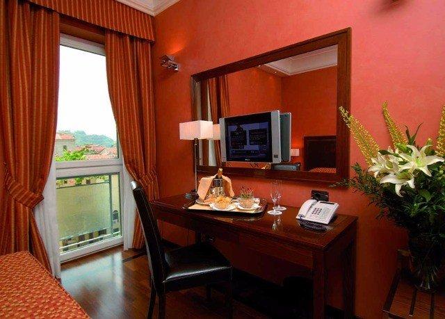 property Suite home cottage living room Villa condominium