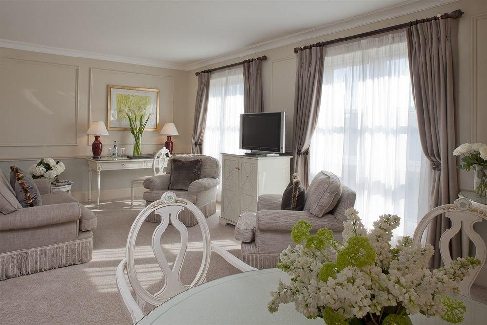 property living room home white cottage condominium Villa mansion Suite farmhouse dining table