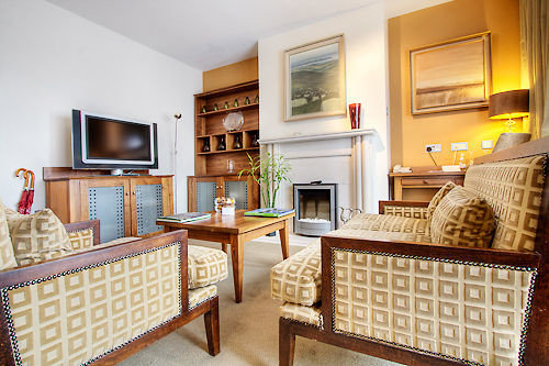 property home living room cottage hardwood Villa condominium farmhouse mansion Suite