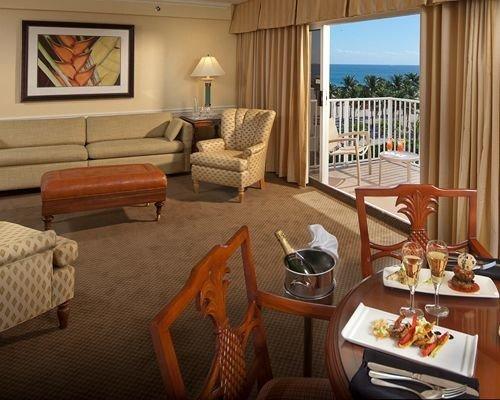 property living room home Suite cottage condominium Villa