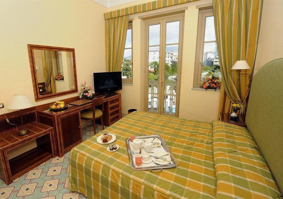 property Suite cottage home Villa living room condominium