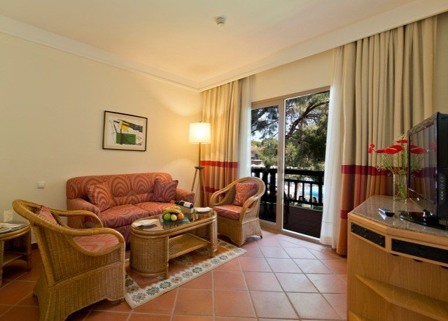property condominium living room home cottage Suite hardwood Villa