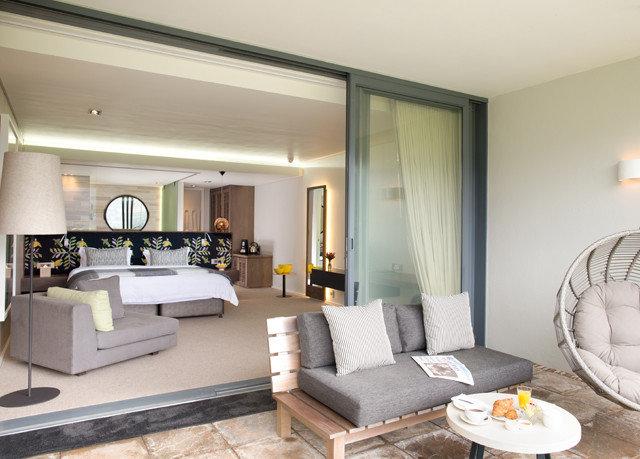 living room property condominium home Suite Villa cottage