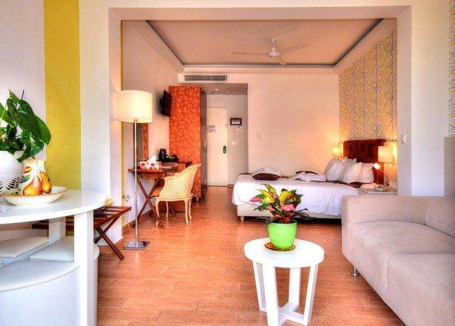property living room home cottage condominium green Villa hardwood Suite farmhouse