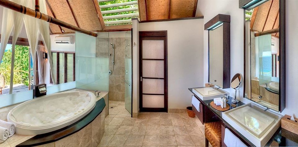property home Suite cottage condominium Villa mansion farmhouse tub