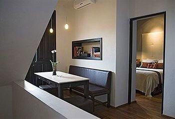 property Suite home cottage condominium living room Villa