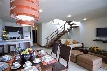 property condominium living room cottage Suite Villa set dining table