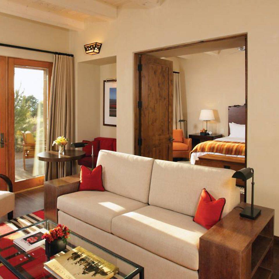 sofa property living room condominium home cottage Villa Suite flat