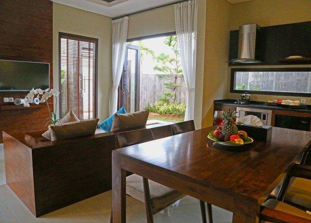 property home cottage hardwood living room condominium Villa Suite dining table