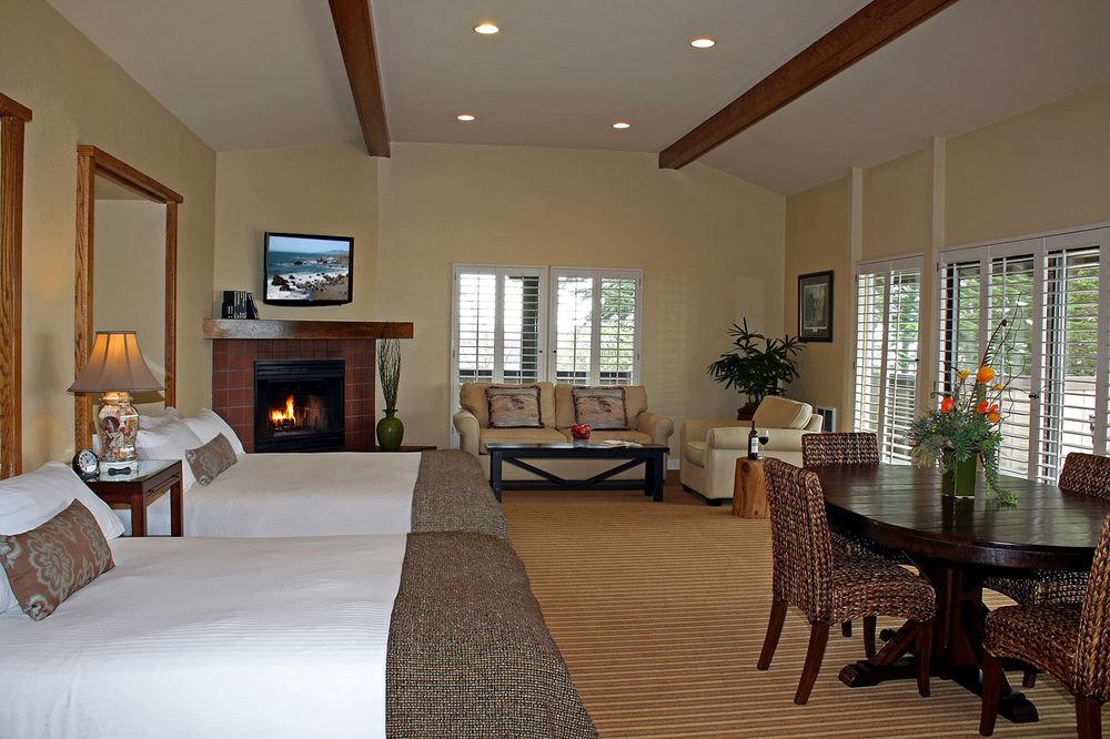 property living room home condominium hardwood cottage Suite Villa farmhouse mansion