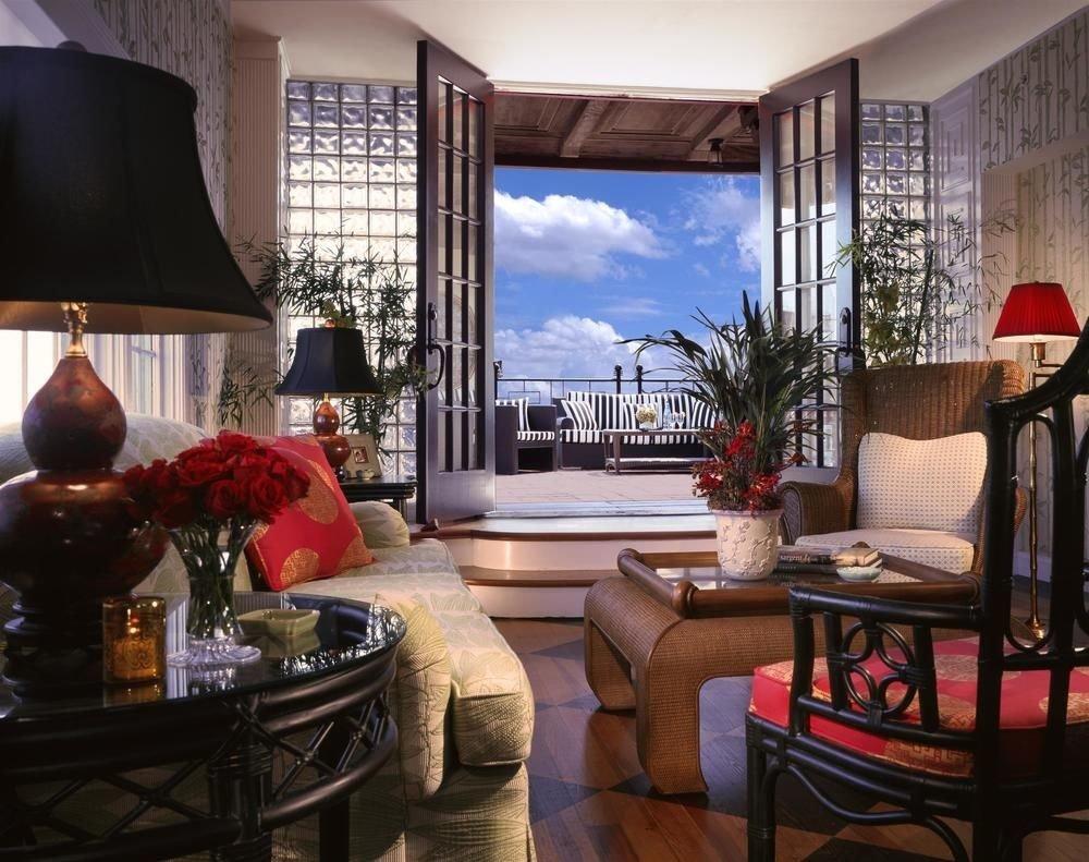 living room property home condominium Suite cottage Villa