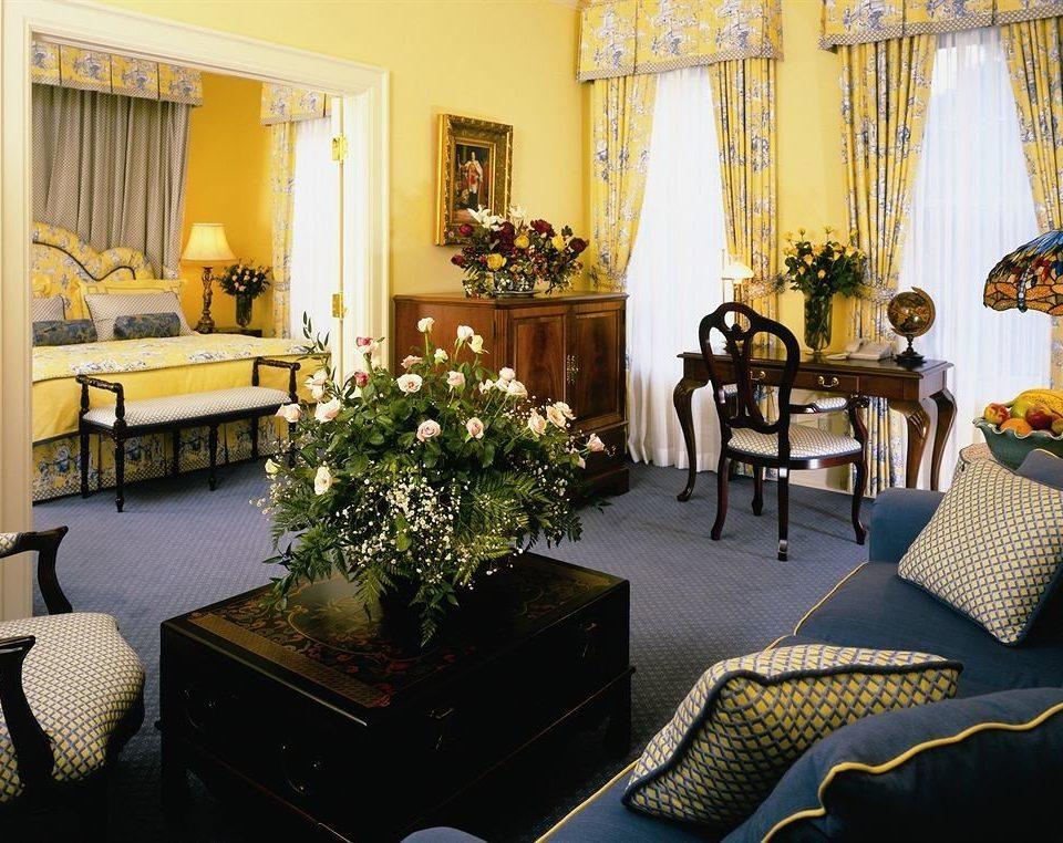 property living room home Suite condominium cottage Villa