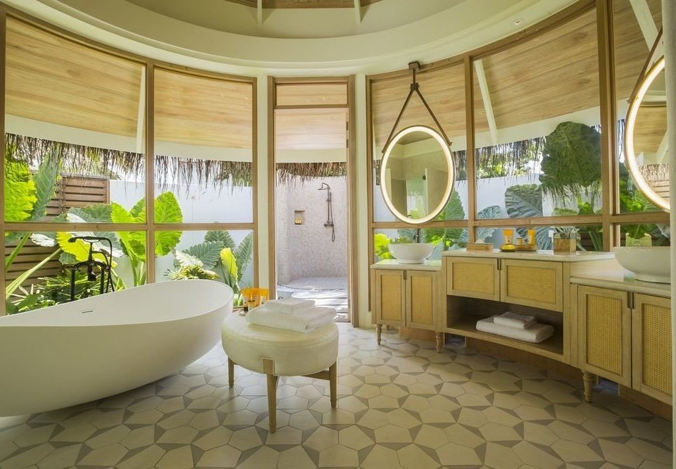 property home Suite condominium mansion Villa tub tiled