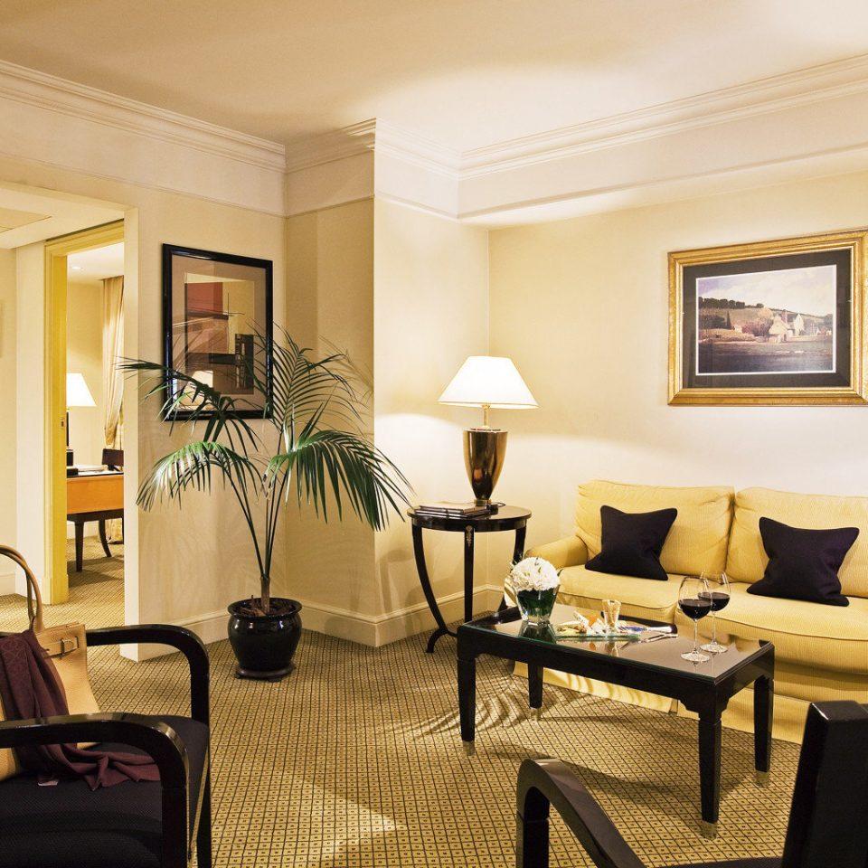 Suite property living room condominium Villa