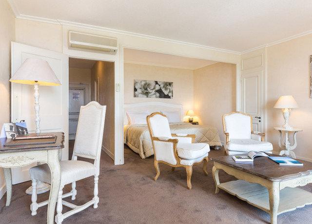 property Suite living room cottage home farmhouse Villa
