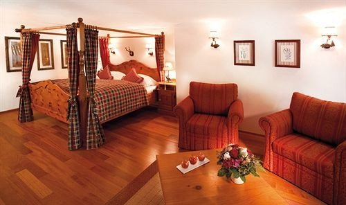 sofa property red hardwood Suite cottage wood flooring Villa living room hard flat