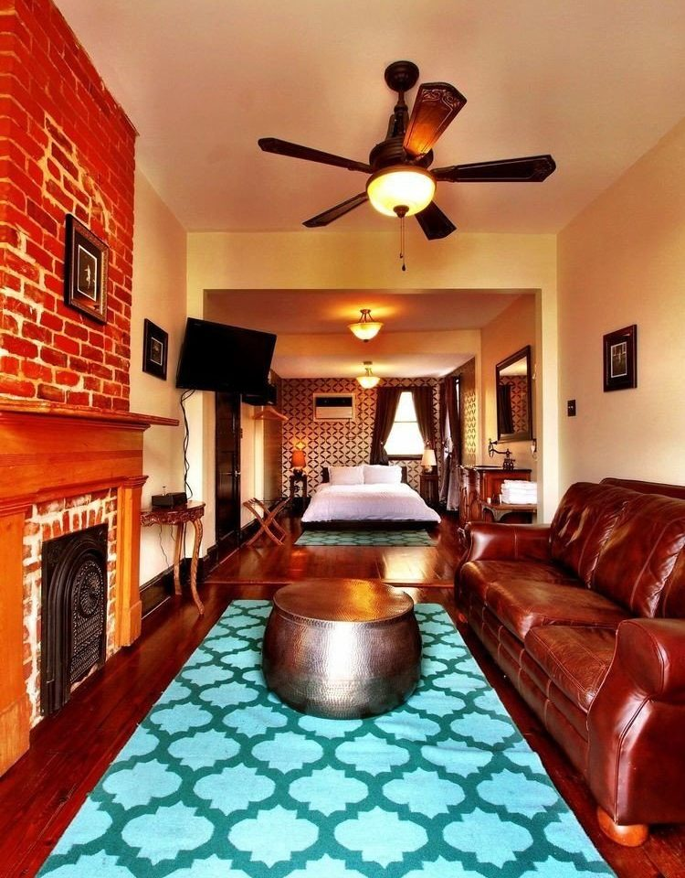 sofa property living room home cottage Villa hacienda mansion Suite recreation room leather