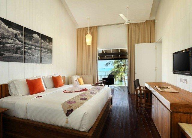sofa property cottage home hardwood Suite Villa