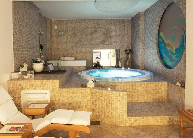 property swimming pool Suite cottage sink home Villa living room jacuzzi