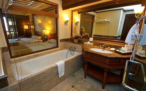 property Suite home cottage Villa mansion tub