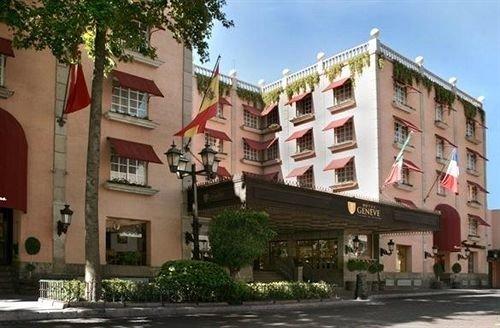 building property Town plaza street condominium neighbourhood residential area government building