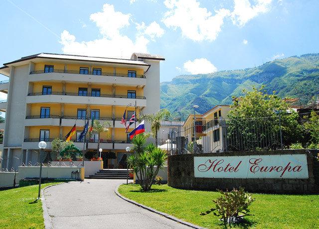 grass sky property neighbourhood Town residential area mountain home sign condominium