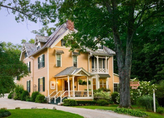 tree grass house home property building residential area residential siding cottage neighbourhood historic house mansion farmhouse suburb manor house Villa old lawn Town