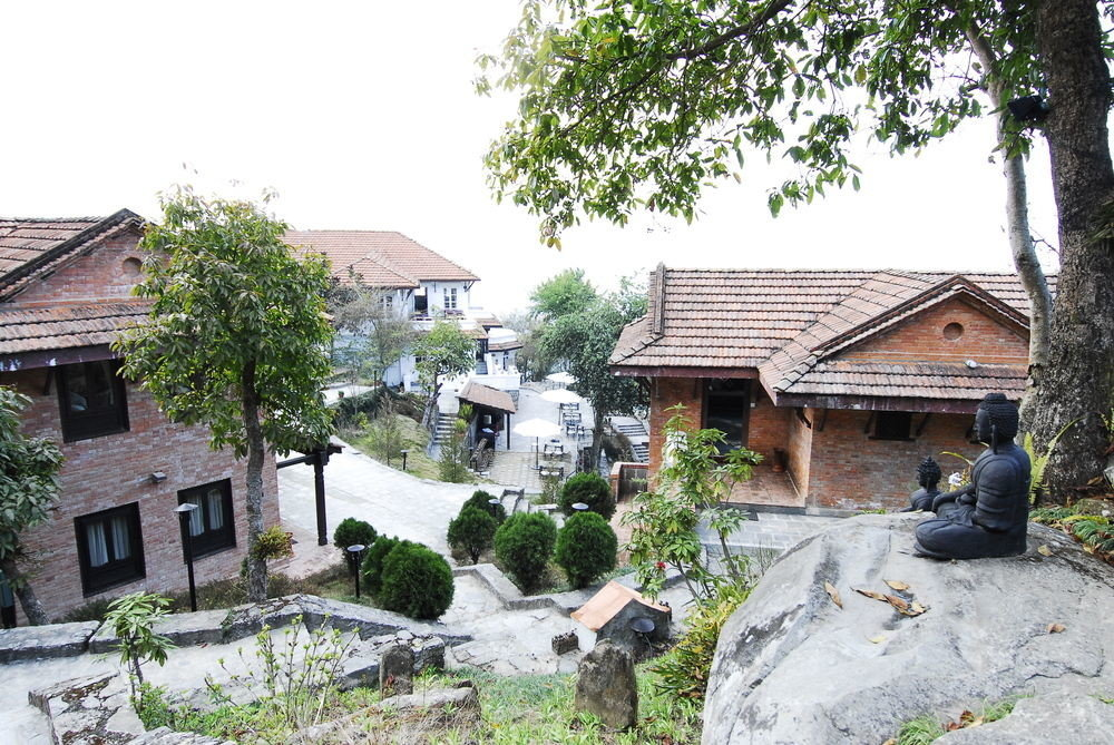 tree house property Town residential area Village home neighbourhood geological phenomenon cottage Villa suburb mansion residential stone