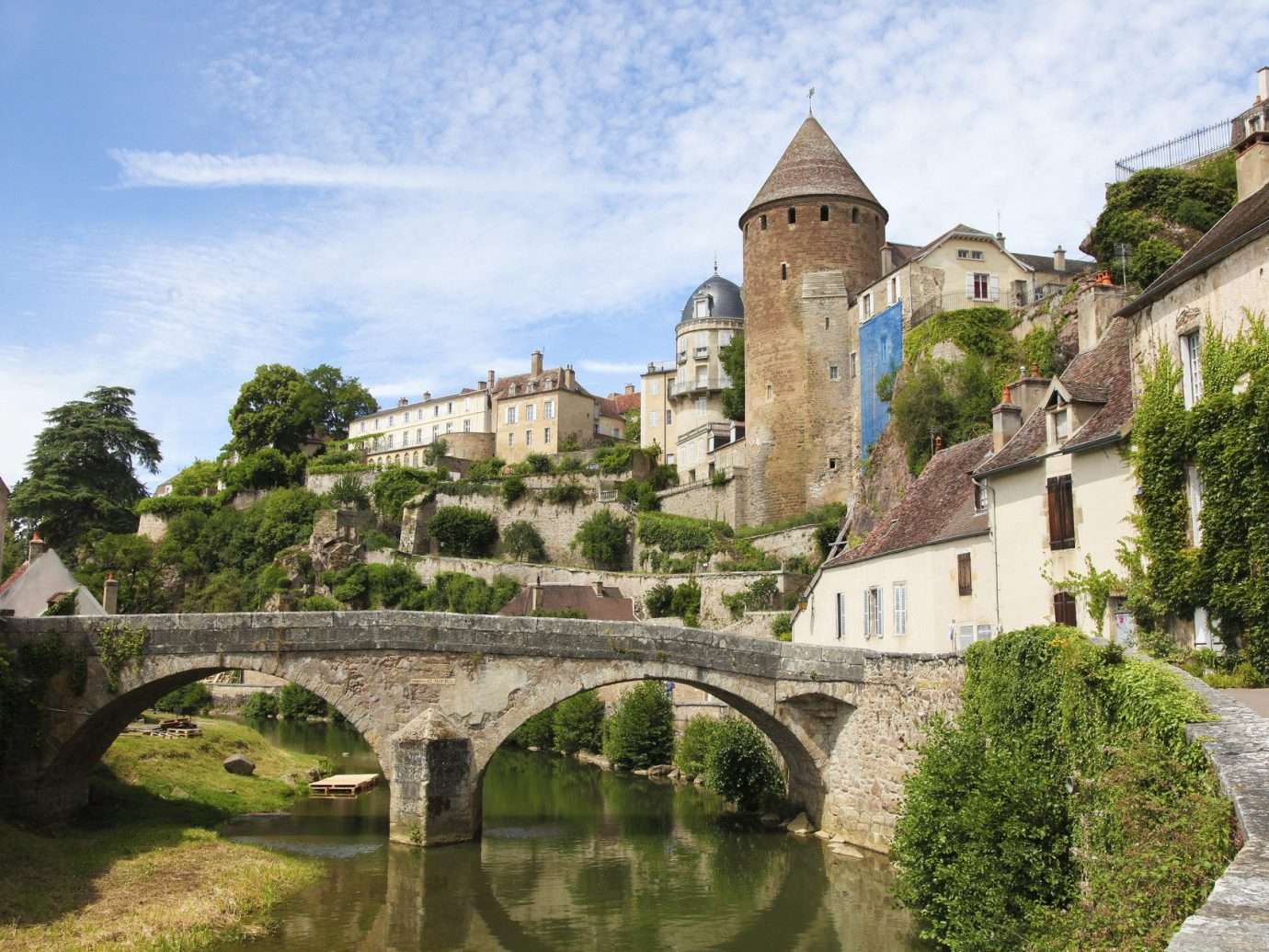 Trip Ideas outdoor sky grass building Town landmark human settlement stone house River castle tourism estate waterway château Village moat ancient history old bridge monastery water castle abbey