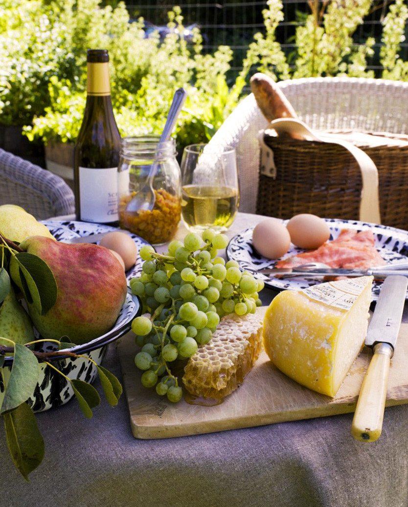 Bar Dining Drink Eat Elegant meal lunch produce Picnic brunch food fruit breakfast flower