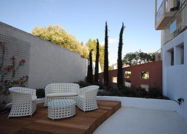 sky property house building Villa home cottage condominium outdoor structure backyard hacienda