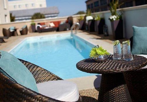 swimming pool property leisure Villa backyard condominium