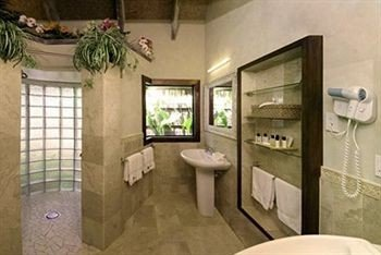 bathroom property sink cottage condominium Villa mansion tub tiled