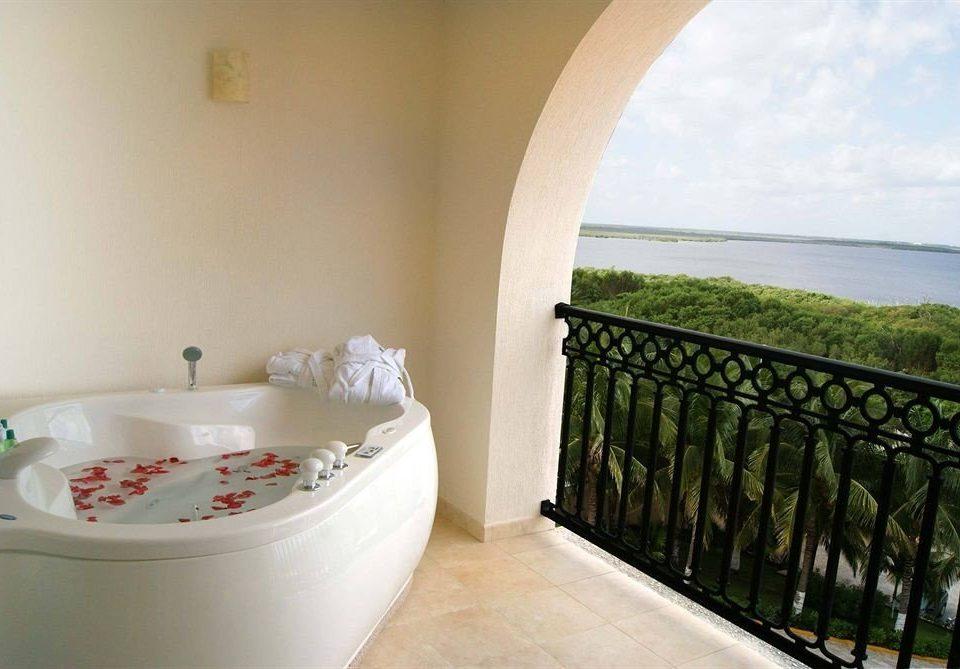 property swimming pool Villa bathtub jacuzzi cottage