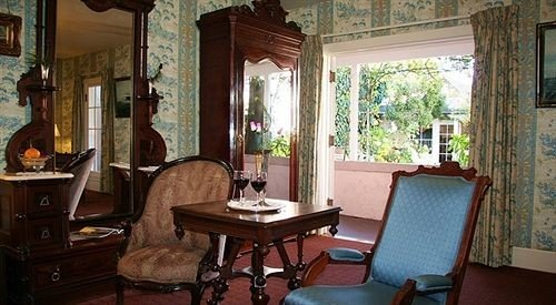 chair property building living room home cottage mansion Villa dining table