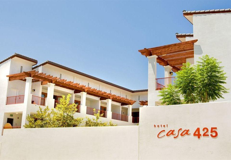sky building property house Villa home hacienda restaurant cottage