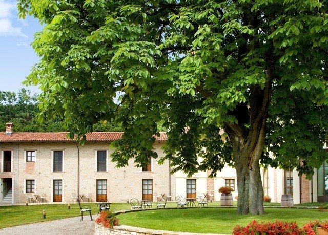 tree grass property home house farmhouse park cottage plant plantation campus manor house mansion land lot Villa