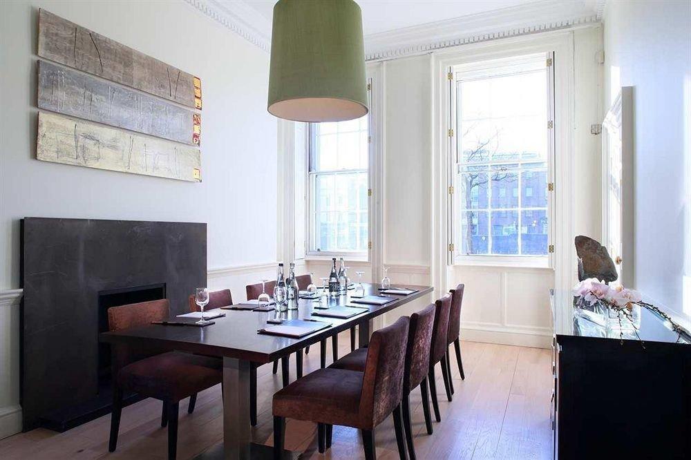 property home restaurant cottage living room condominium Villa dining table