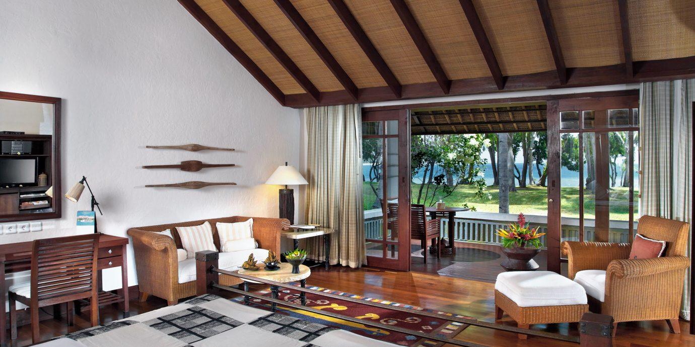 property house home living room condominium hardwood Villa cottage farmhouse loft