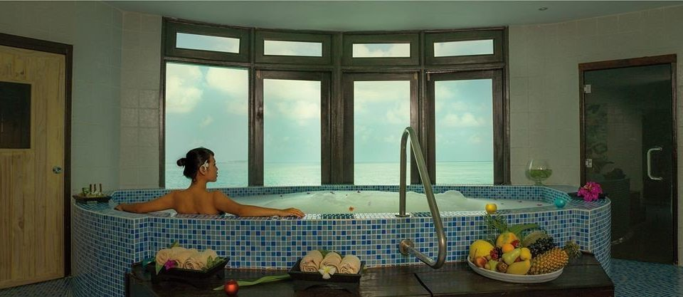 swimming pool property condominium jacuzzi home cottage mansion Villa