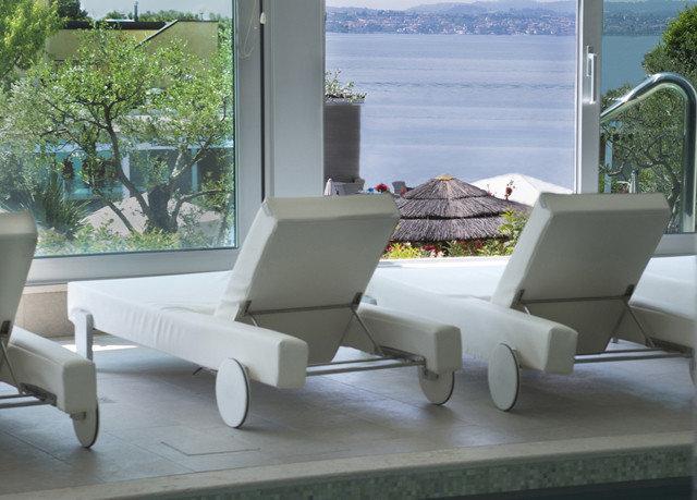 property living room home couch condominium outdoor structure Villa sofa