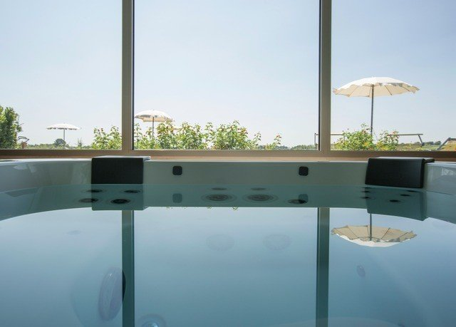 sky swimming pool property condominium daylighting Villa glass outdoor structure jacuzzi day